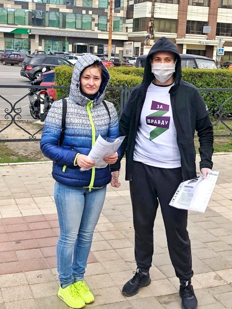 Добровольцы ЗА ПРАВДУ в Воронеже бесплатно раздали медицинские маски 1