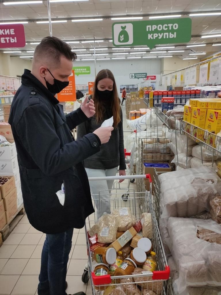Добровольцы ЗА ПРАВДУ в Ульяновске продолжают помогать пожилым людям 1