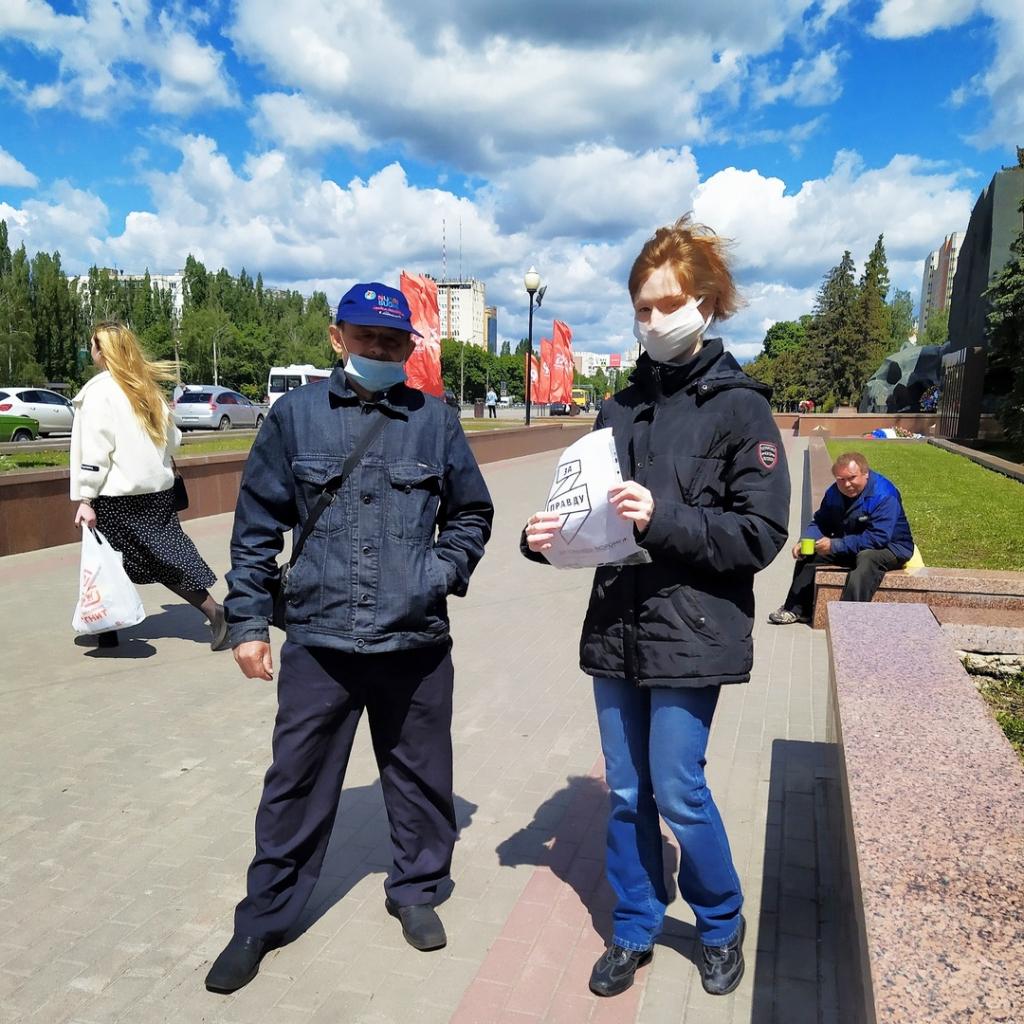 Сторонники в Воронеже бесплатно раздали маски горожанам 2