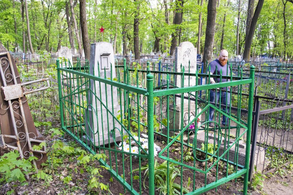 Курские активисты Движения ЗА ПРАВДУ восстановили своими руками могилу участника Великой Отечественной войны 2