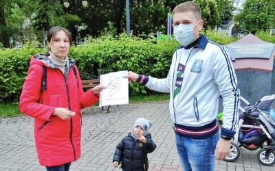 Сторонники в Воронеже бесплатно раздали маски горожанам