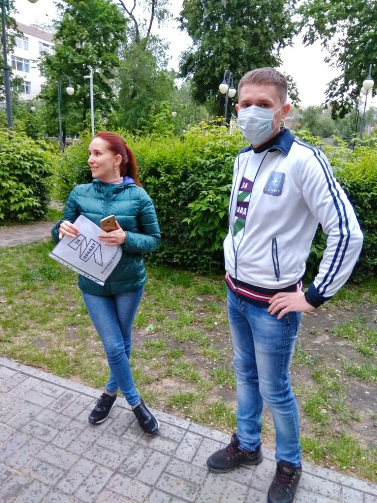 Сторонники в Воронеже бесплатно раздали маски горожанам 1