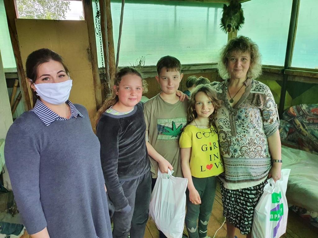 Активисты в Ульяновске помогают горожанам 1
