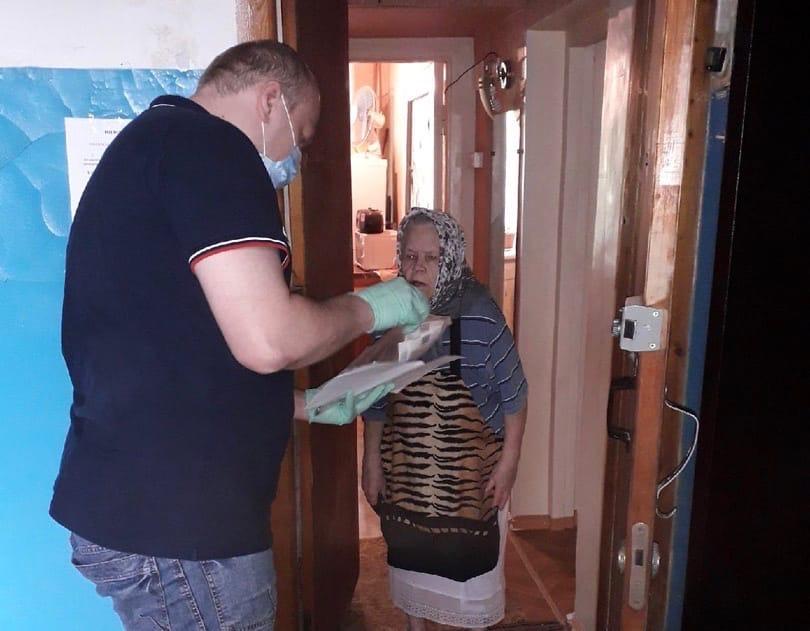 Активисты в Омске помогают горожанам
