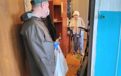 Активисты ЗА ПРАВДУ в Волгограде доставили продукты пенсионерам