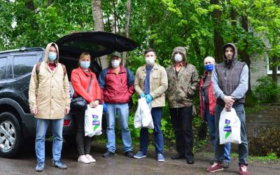 Активисты в Санкт-Петербурге передали продуктовые наборы нуждающимся