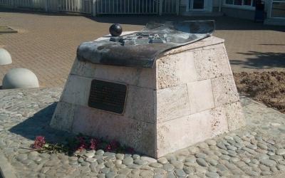 Больше Ад…лера? О сносе памятника на юге России