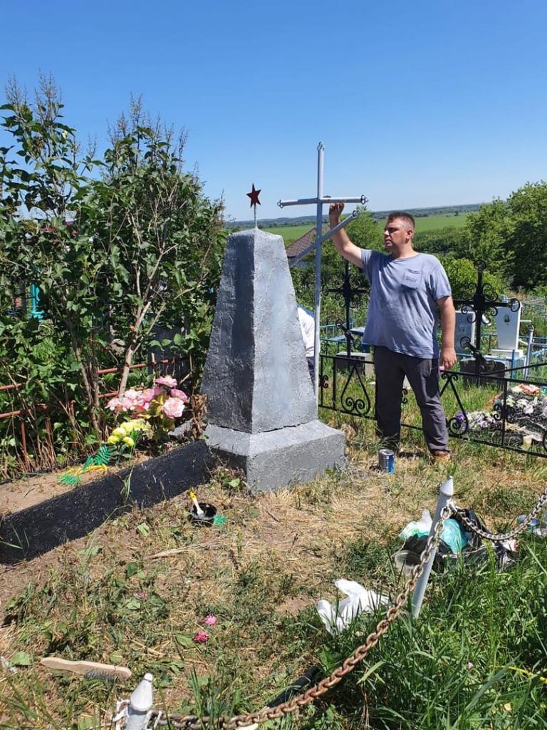 «Имена героев не должны быть стёрты»: воронежские активисты и добровольцы восстановили памятник Победы 2