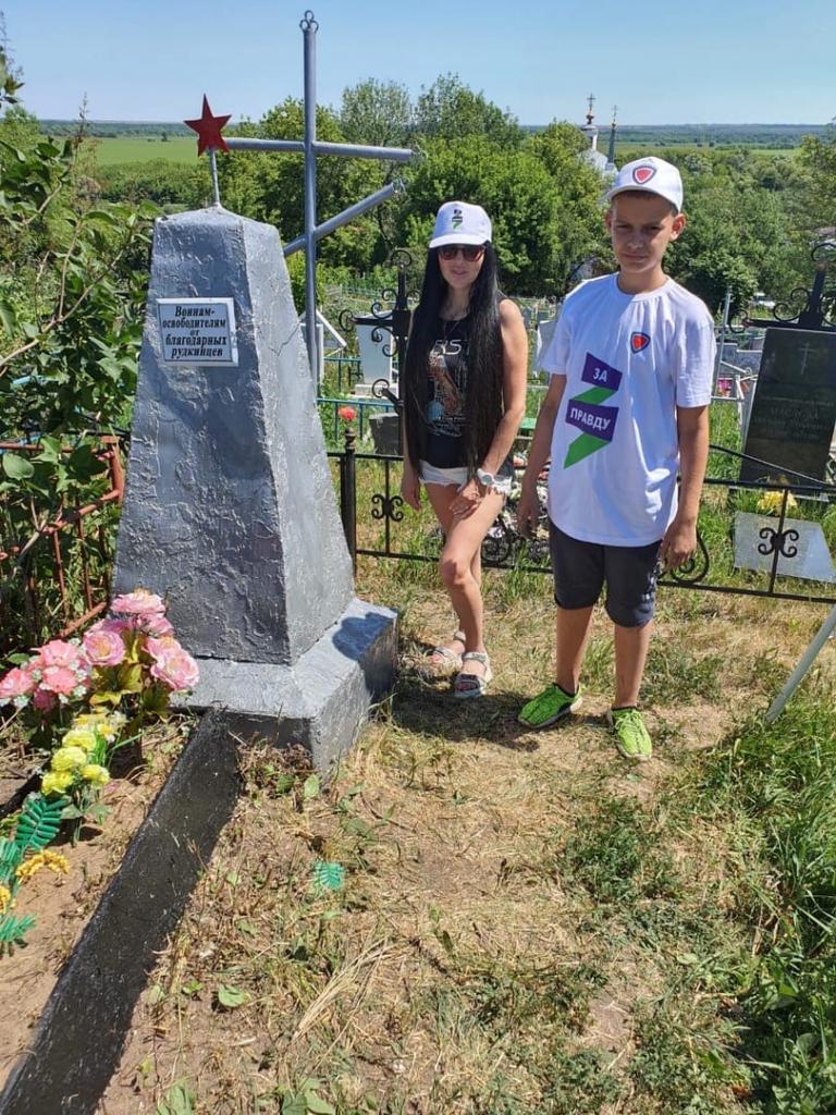 «Имена героев не должны быть стёрты»: воронежские активисты и добровольцы восстановили памятник Победы 3