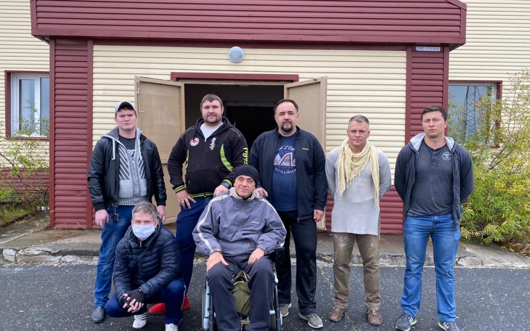 Выходные с пользой: Ямальский активисты привели в порядок здание будущего центра социального обслуживания