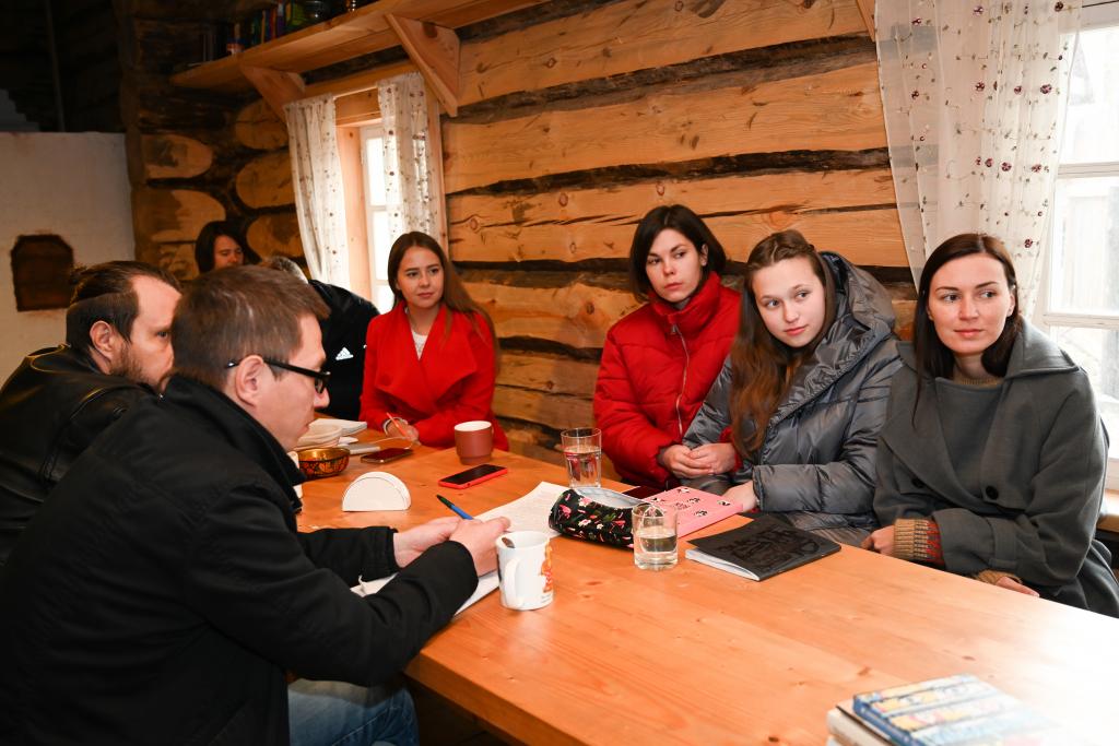 В рамках работы «Мастерской Захара Прилепина» на Хуторе прошла литературная встреча 3