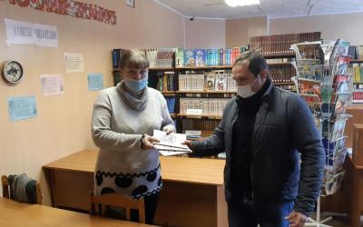 Движение ЗА ПРАВДУ в Липецкой области выпустило книгу фронтовика и подарила ее школе