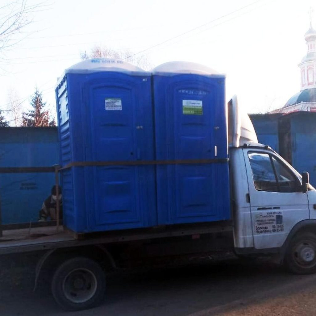 Движение ЗА ПРАВДУ установило мобильные санузлы для медиков Вологды 2
