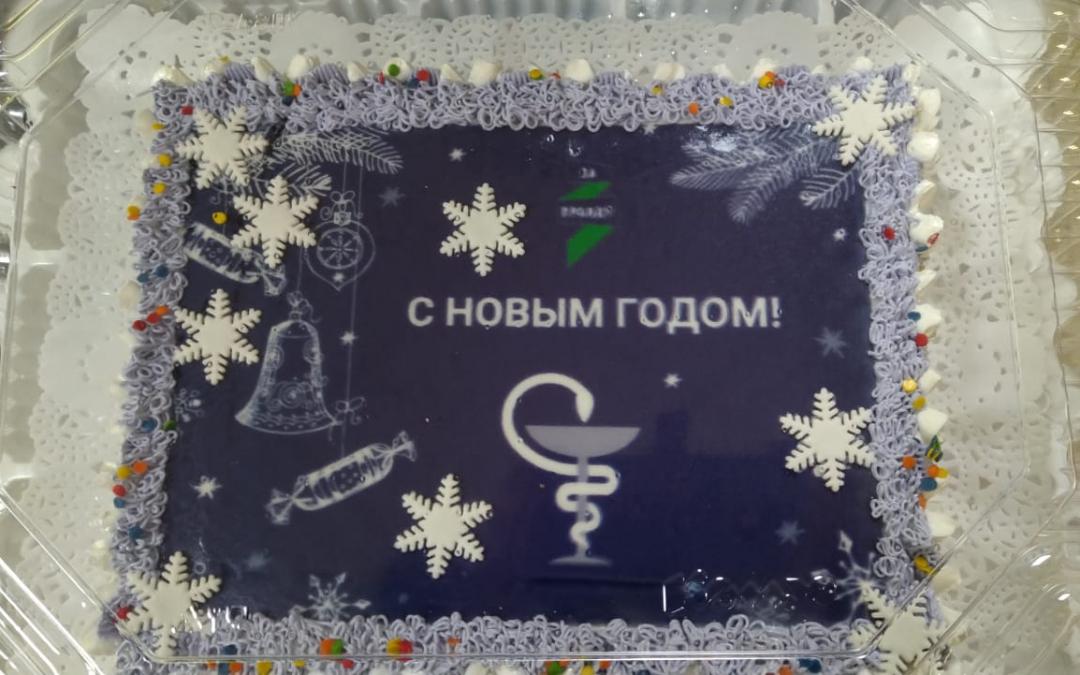 ЗА ПРАВДУ в Красноярском крае поздравило работников скорой специальным тортом