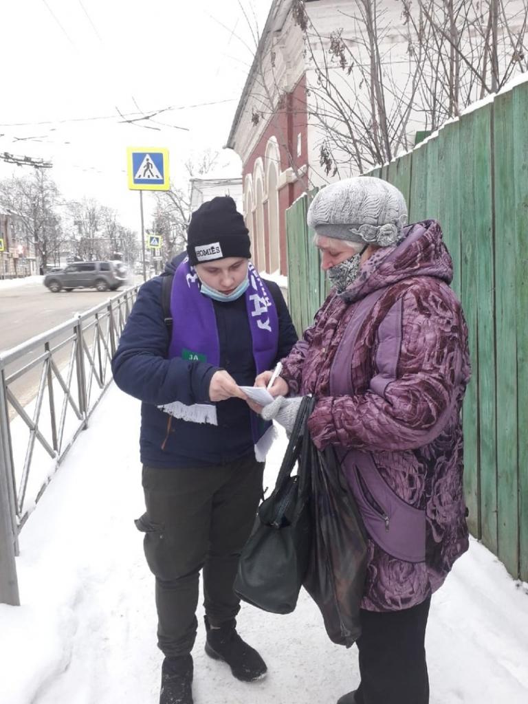В Костроме активисты Движения ЗА ПРАВДУ ведут сбор подписей за отмену дистанта 4