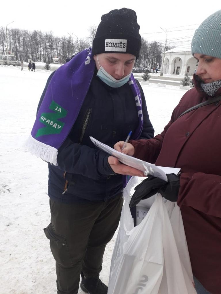 В Костроме активисты Движения ЗА ПРАВДУ ведут сбор подписей за отмену дистанта 1