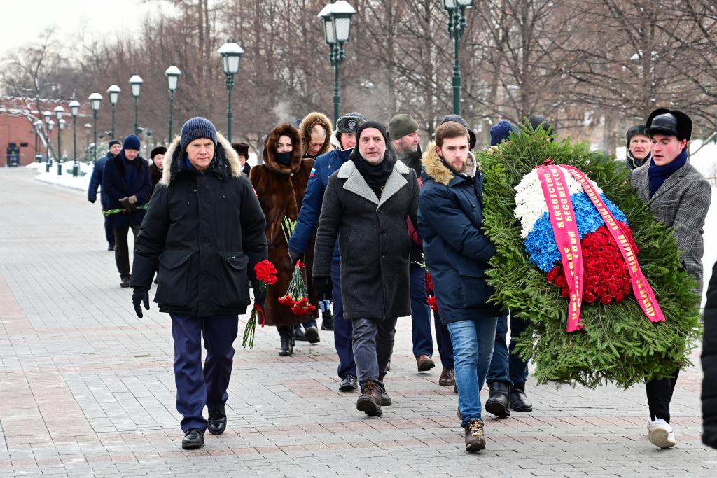 «Справедливая Россия — За Правду» возложила цветы в честь Дня защитника Отечества 1