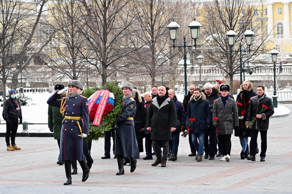«Справедливая Россия — За Правду» возложила цветы в честь Дня защитника Отечества 2