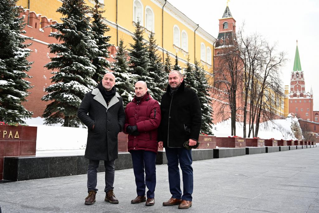 «Справедливая Россия — За Правду» возложила цветы в честь Дня защитника Отечества 7