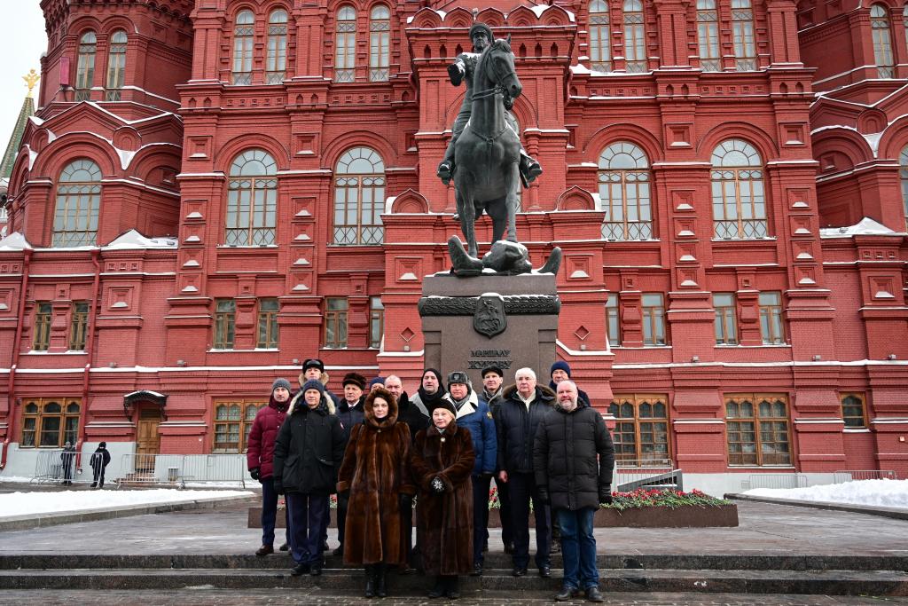 «Справедливая Россия — За Правду» возложила цветы в честь Дня защитника Отечества 11