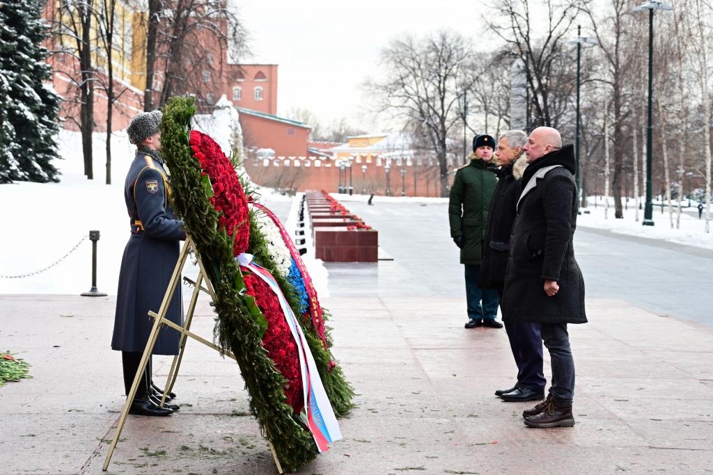 «Справедливая Россия — За Правду» возложила цветы в честь Дня защитника Отечества 4