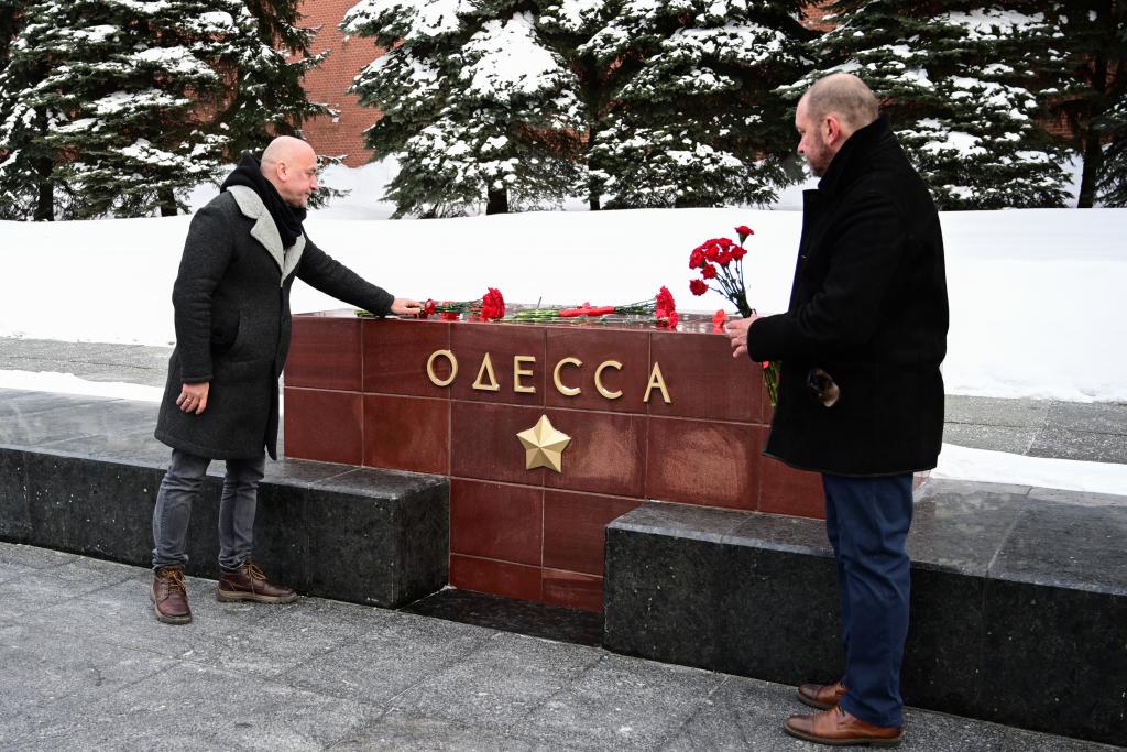«Справедливая Россия — За Правду» возложила цветы в честь Дня защитника Отечества 5