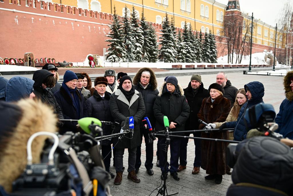 «Справедливая Россия — За Правду» возложила цветы в честь Дня защитника Отечества 9