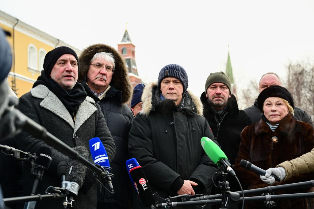 «Справедливая Россия — За Правду» возложила цветы в честь Дня защитника Отечества 10