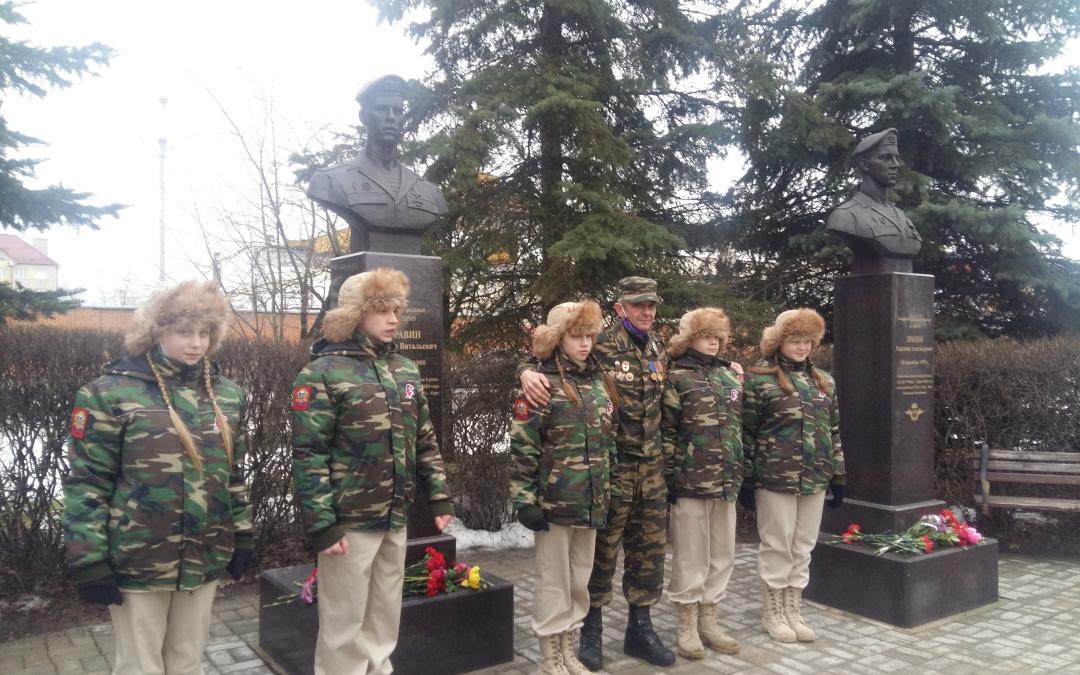 Гвардия Захара Прилепина в Пскове почтила память своих героев