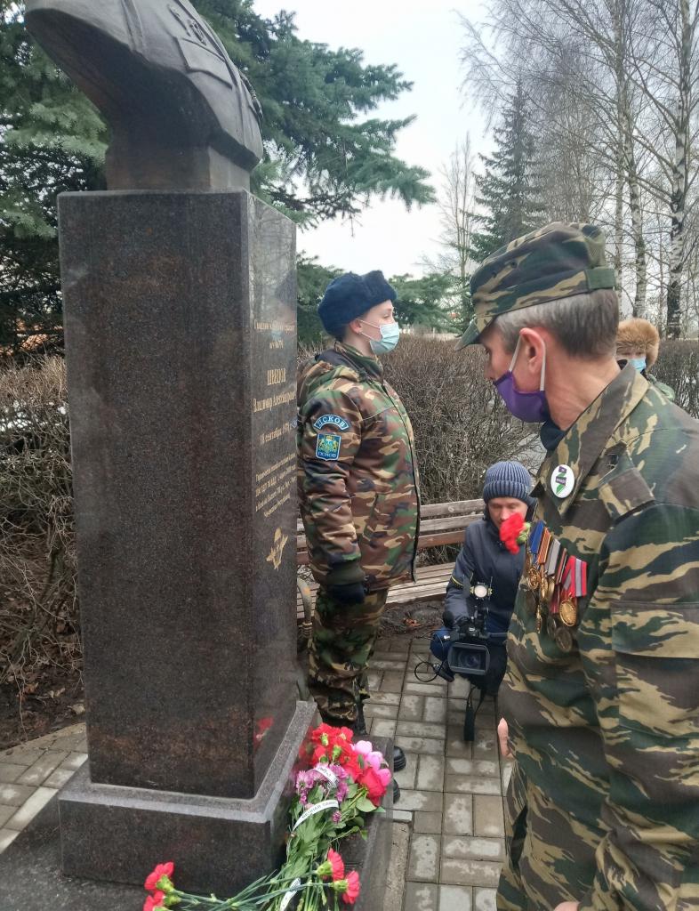 Гвардия Захара Прилепина в Пскове почтила память своих героев 1
