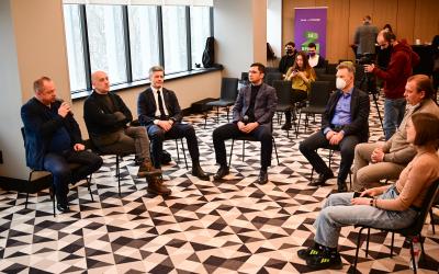 Захар Прилепин провел встречу с представителями предпринимательского сообщества