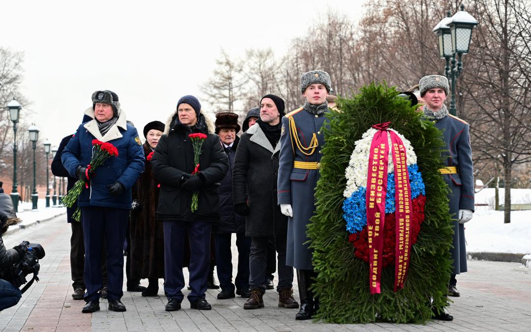 «Справедливая Россия — За Правду» возложила цветы в честь Дня защитника Отечества