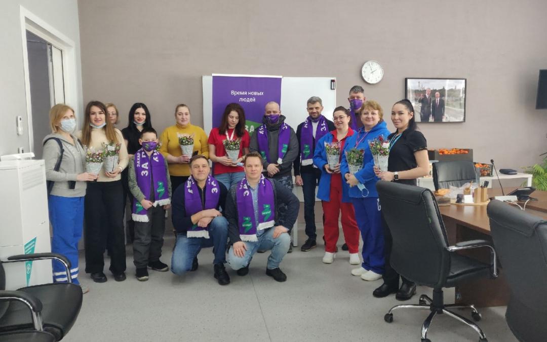 Движение Захара Прилепина в Москве продолжает поздравлять врачей