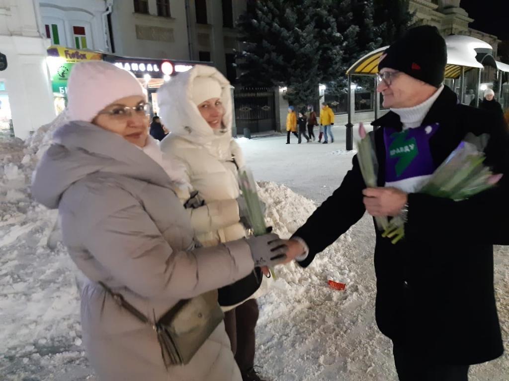 Движение Захара Прилепина поздравило женщин по всей стране 15