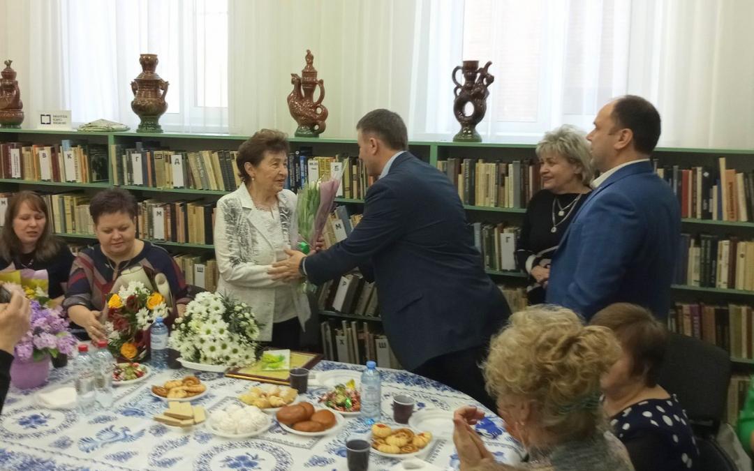 Григорий Парсентьев поздравил Екатерину Ивановну Киву с 60-летием педагогической деятельности