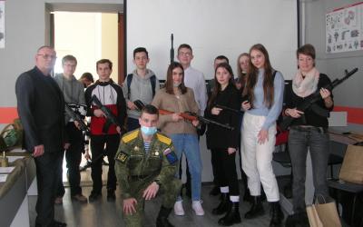 Гвардия Захара Прилепина в Рязани помогает профориентации школьников