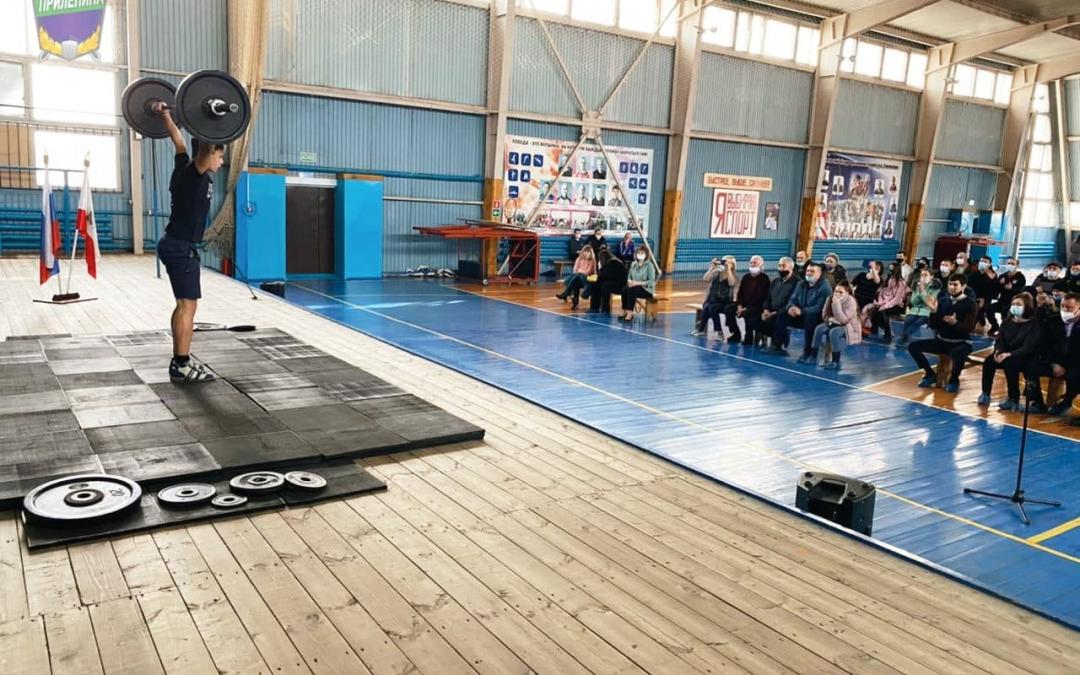 Гвардия Захара Прилепина поддержала соревнования по тяжёлой атлетике в Саратовской области