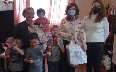 Движение Захара Прилепина в Уфе поздравило многодетную мать