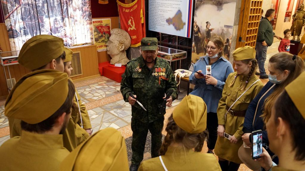 Пропавший барельеф Сталина был представлен на выставке в Доме офицеров в Екатеринбурге 4