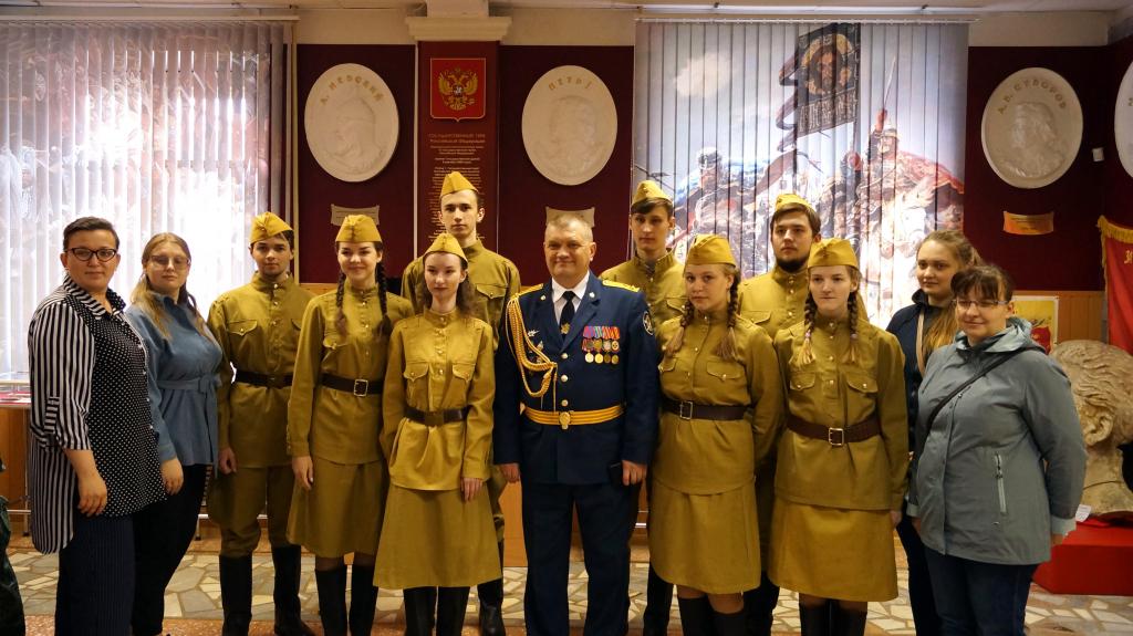 Пропавший барельеф Сталина был представлен на выставке в Доме офицеров в Екатеринбурге 5