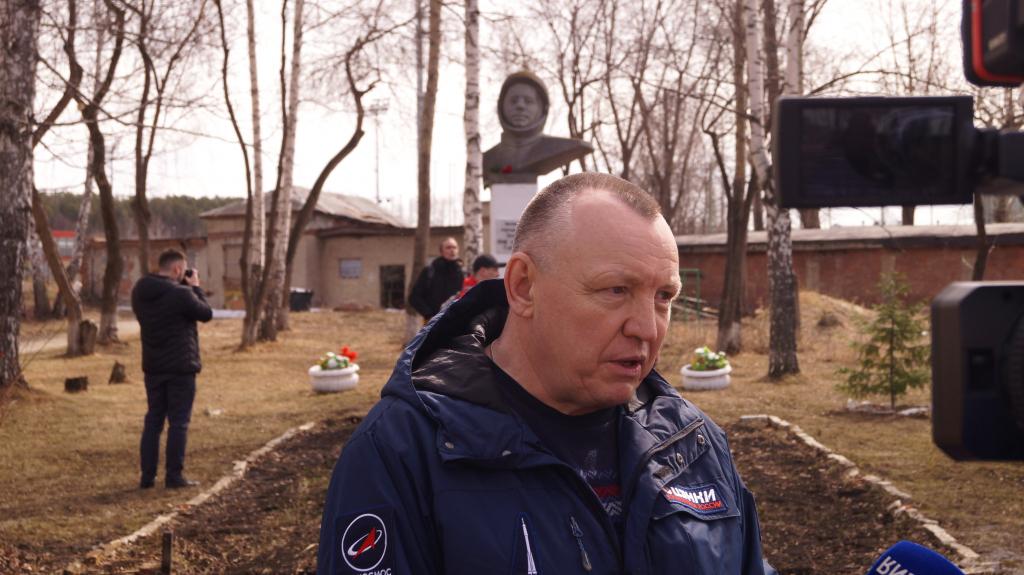 По всей России прошли акции Движения Захара Прилепина в честь 60-летия первого полета человека в космос 40