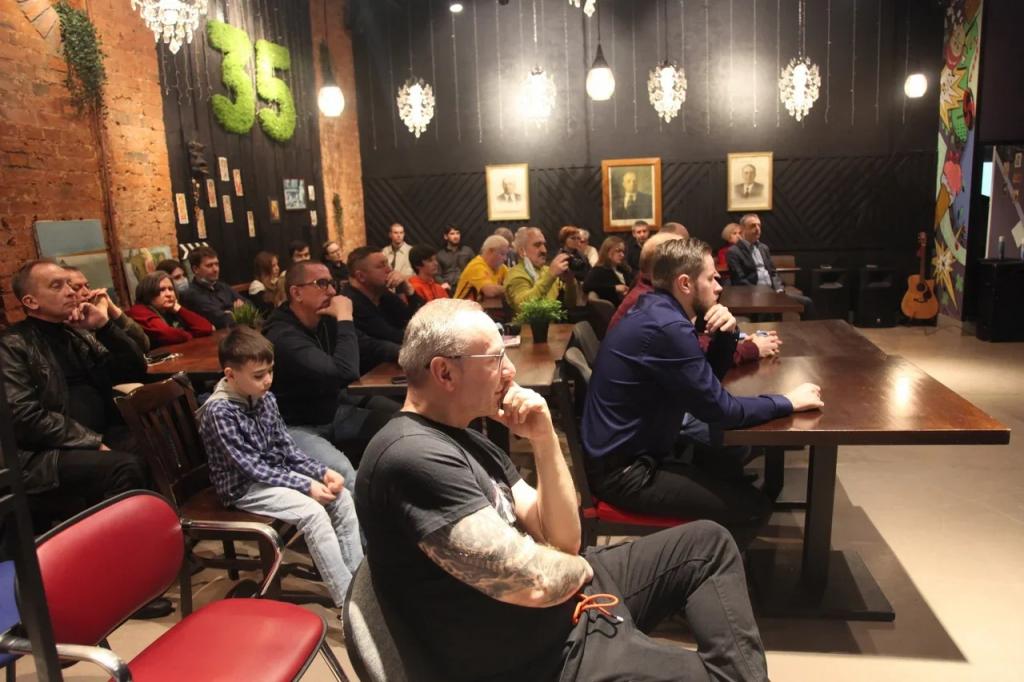 Первое заседание дискуссионного клуба Движения Захара Прилепина в СВАО посвятили Гагарину 1
