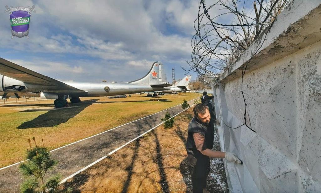 Субботник Гвардии Захара Прилепина в Центральном музее ВВС 2