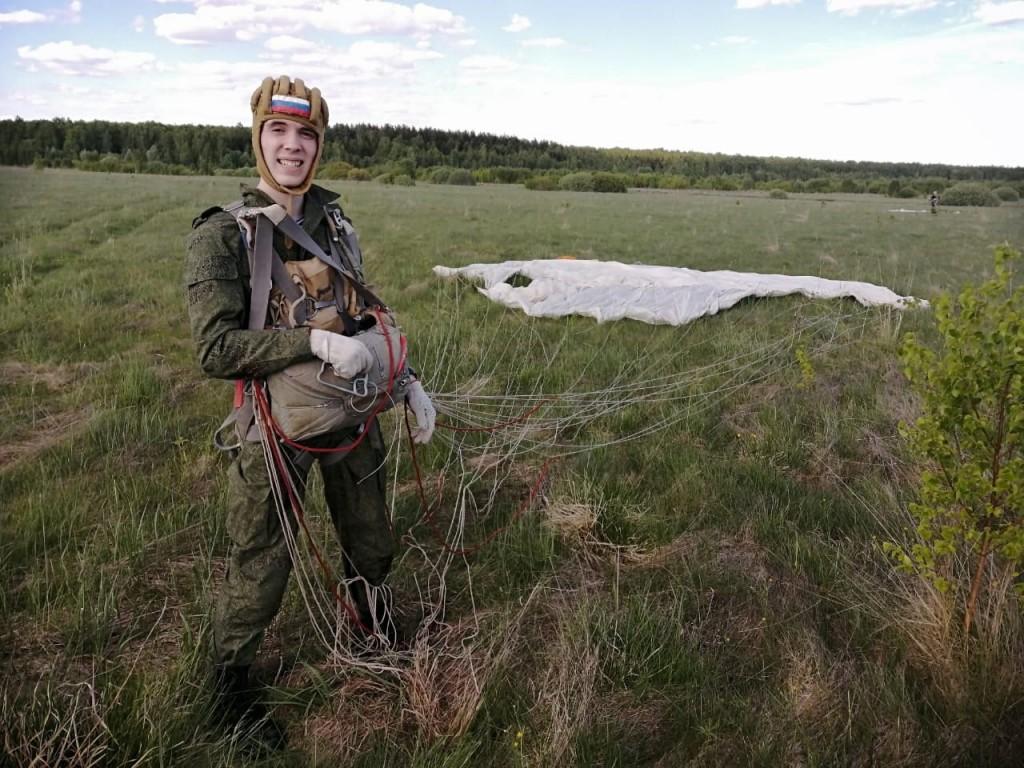 Гвардия Захара Прилепина в Жуковском организовала курсантам прыжки с парашютом 1