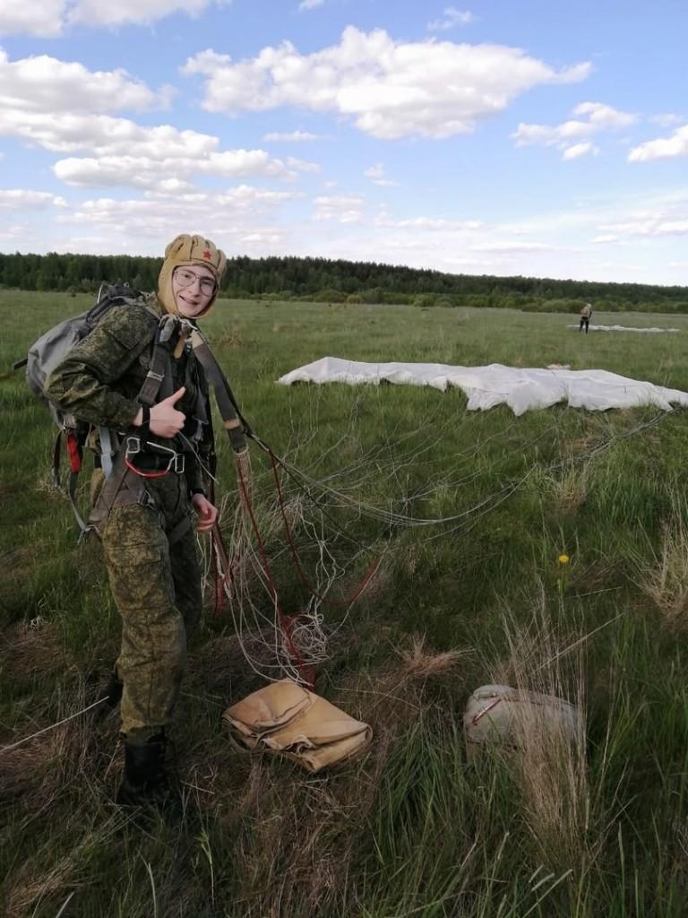 Гвардия Захара Прилепина в Жуковском организовала курсантам прыжки с парашютом 2