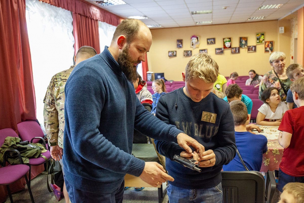 Активисты Движения Захара Прилепина провели «Урок мужества» в нижегородском детском доме 1