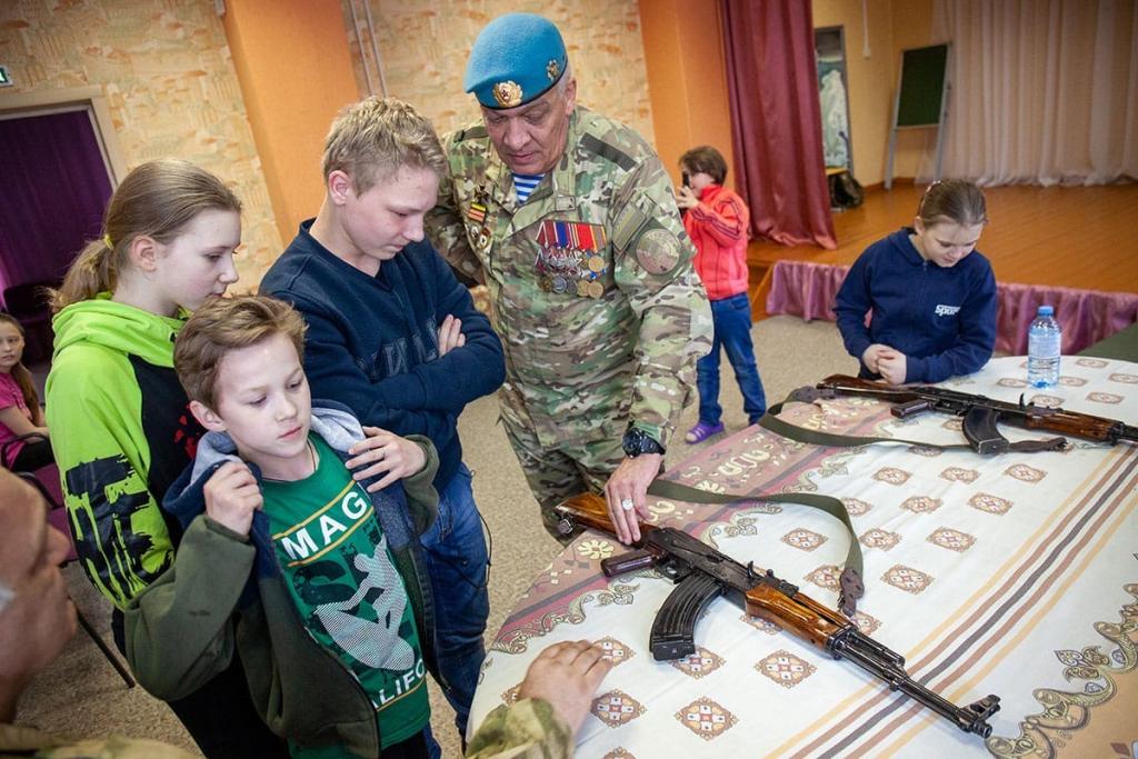 Активисты Движения Захара Прилепина провели «Урок мужества» в нижегородском детском доме 5