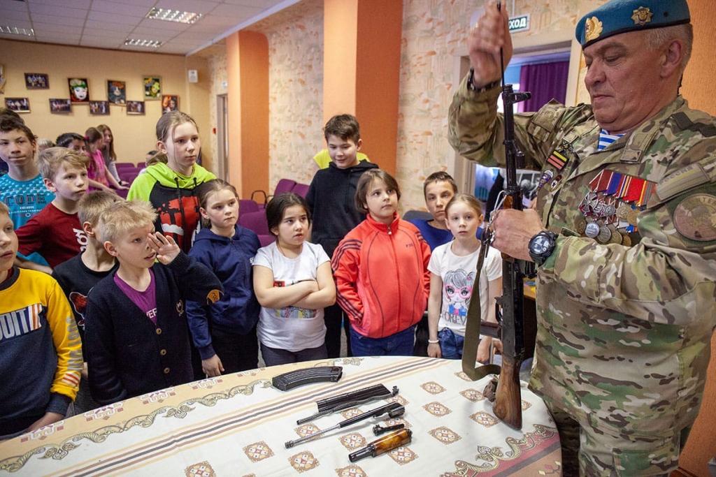 Активисты Движения Захара Прилепина провели «Урок мужества» в нижегородском детском доме 3
