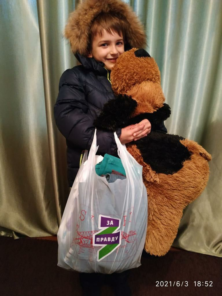Дети ДНР получили подарки от брянских активистов 1