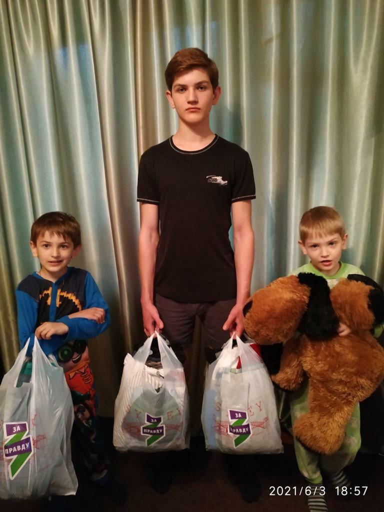 Дети ДНР получили подарки от брянских активистов 2